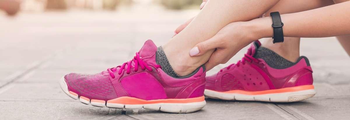 Las lesiones de deportistas en los pies han de ser tratadas por podólogos deportivos.